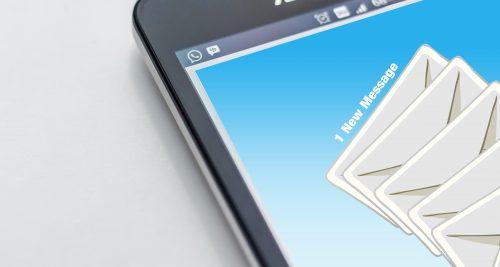 送る人によってメールとLINEを使い分ける