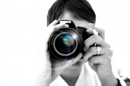司会とカメラマンは知人や友人に依頼する